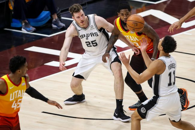 Quotenvergleich Basketball Utah Jazz vs San Antonio Spurs mit Jakob Pöltl